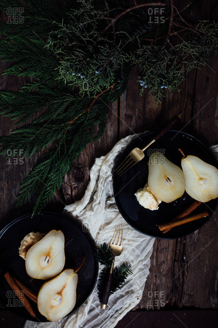 Pears served with cinnamon sticks