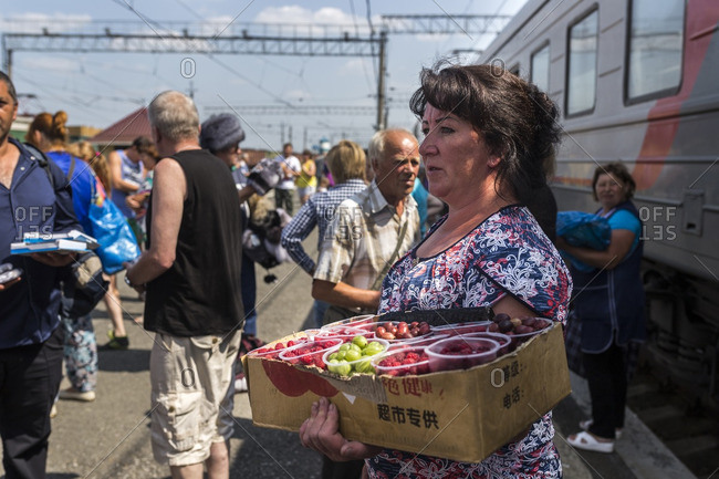 Russia , Distretto Federale Centrale , Moscow - July 27, 2016: Women selling food in the stations where transiberian trains stop