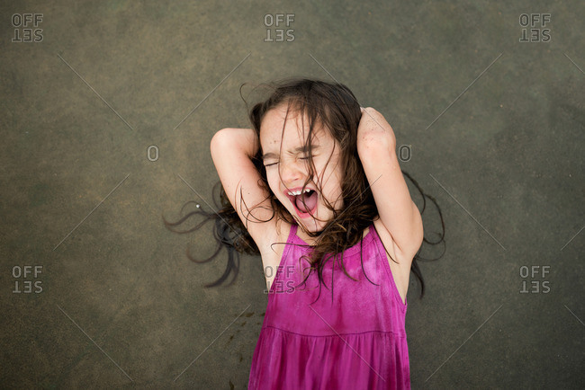 Little girl screaming - Offset Collection