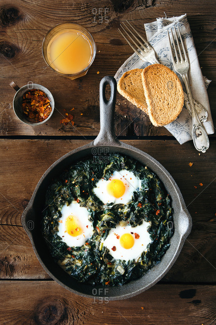 Healthy spinach and eggs brunch