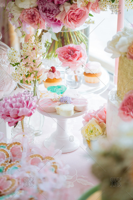 Dessert table with flowers