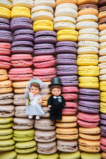 Bridal toppers on macaroon cookies