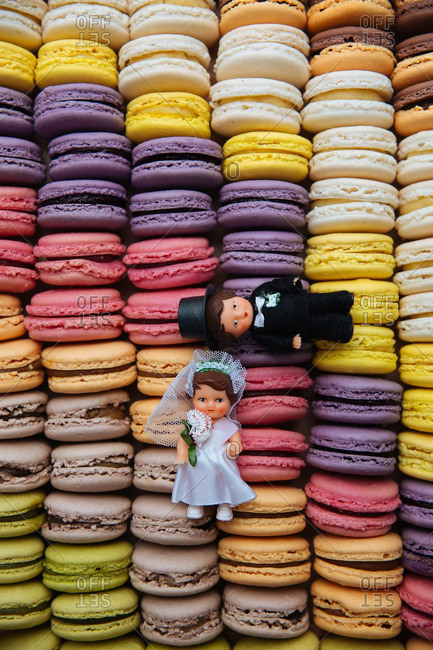 Wedding cake toppers on macaroon cookies