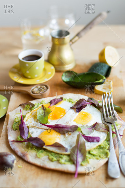 An avocado and egg pizza
