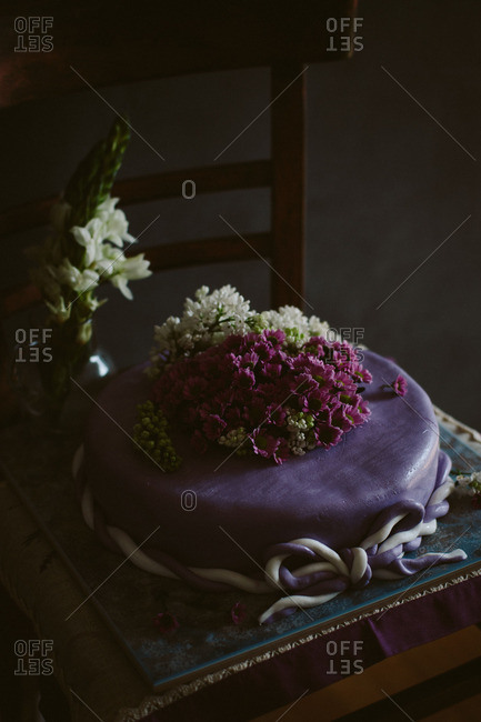 A purple cake with flowers
