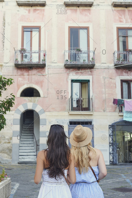 Girl friends travelling in Italy