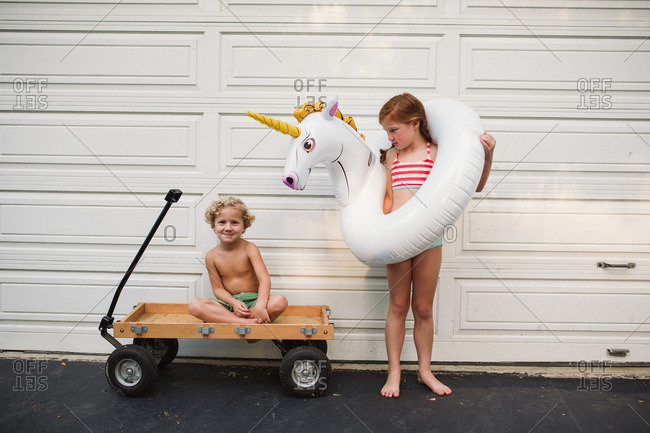 Children with a wagon and a pool inflatable