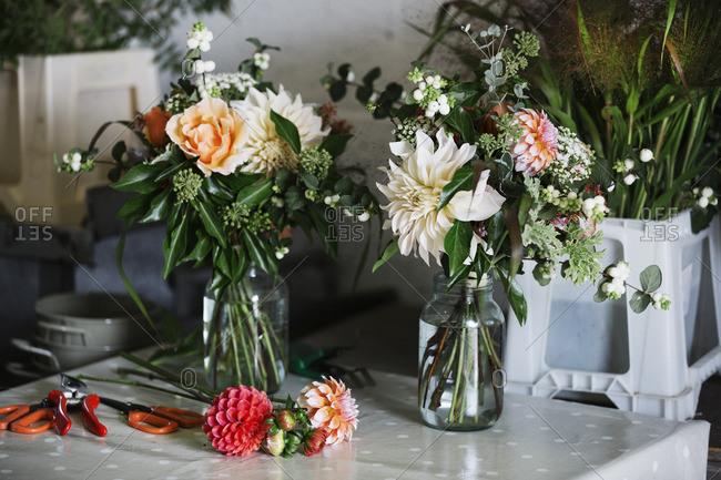 Organic flower arrangements. Hand tied bouquet.
