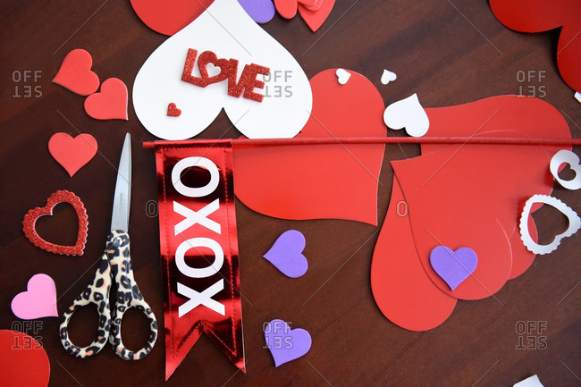 Valentine\'s crafts on table