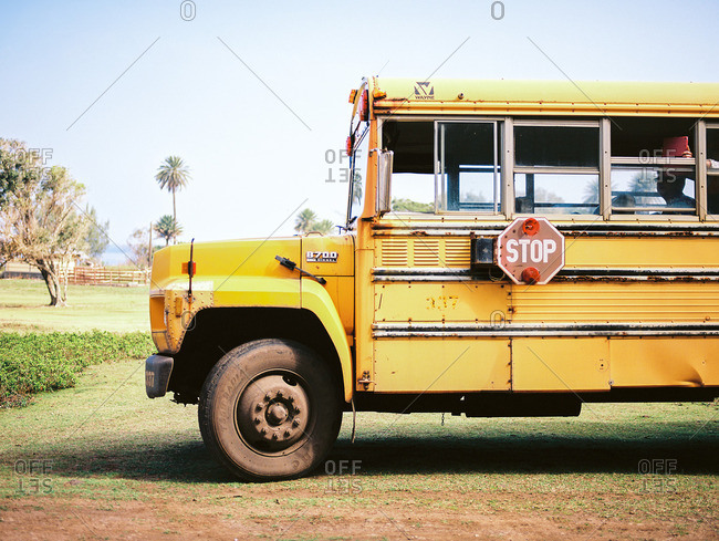 January 25, 2017: Old school bus parked in a grassy field