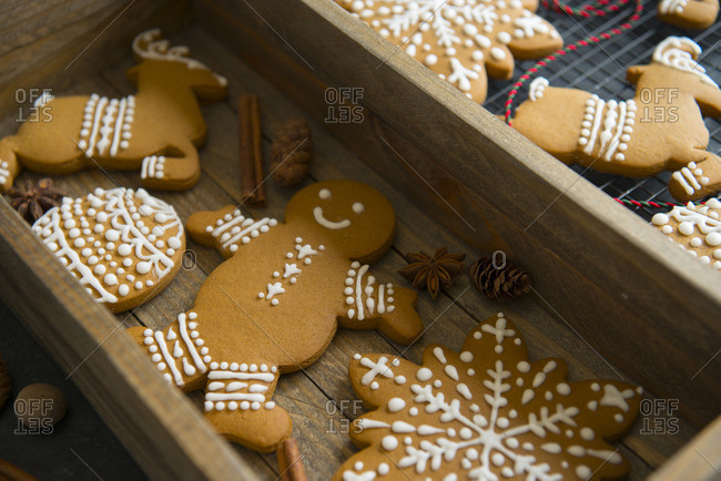 Gingerbread cookies in a wooden box