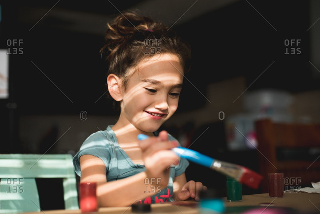 Happy little girl painting - Offset