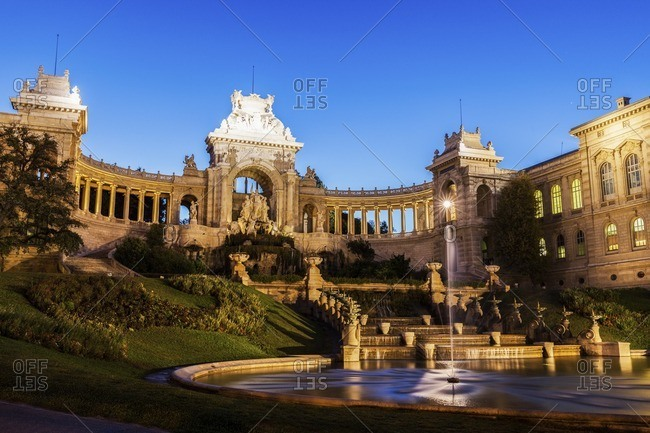 France, Provence-Alpes-Cote d'Azur, Marseille, Palais Longchamp Monument with adjoining fountain