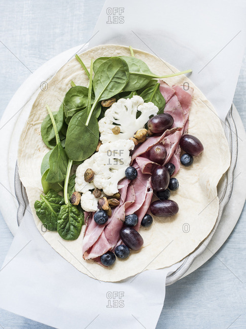 Pita with ham, vegetables and fruits