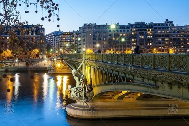 France, Paris, Mirabeau bridge