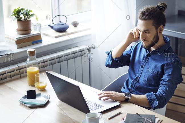 answering phone on computer stock photos - OFFSET