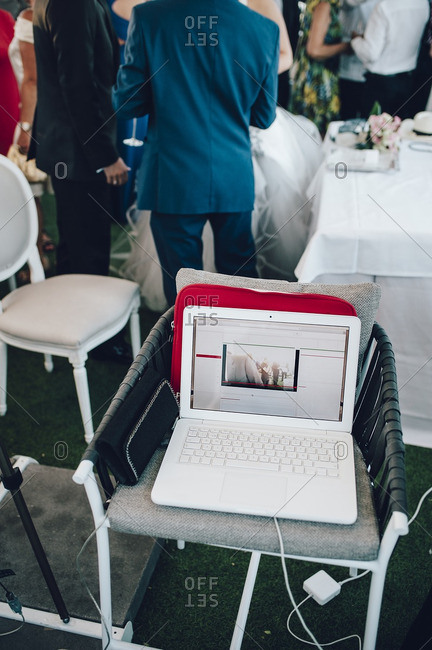 View of a computer during a wedding in streaming