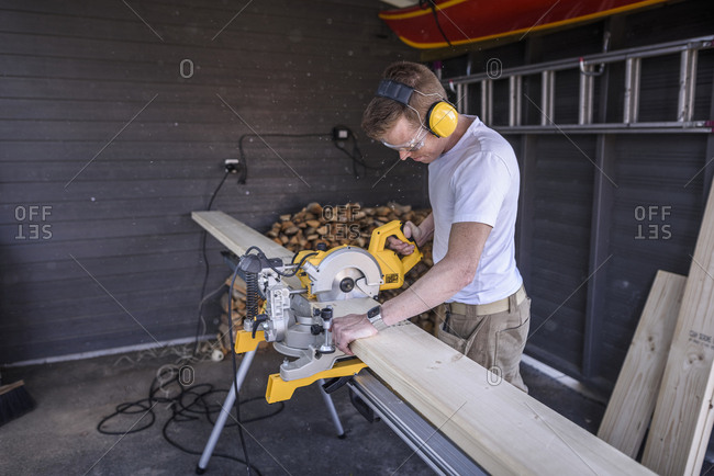 Man using electric saw