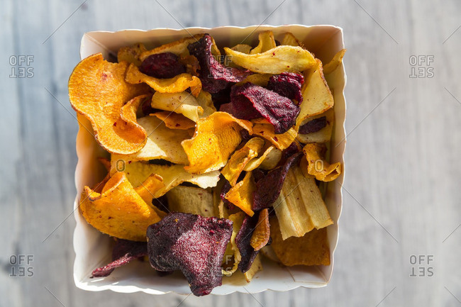 Vegetable chips with pyramid salt