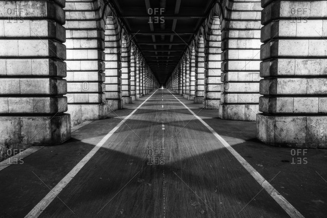 Bicycle lane.Bir Hakeim bridge, 'le-de-France , France