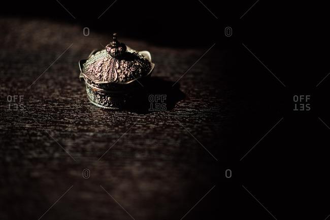 Crown shaped jewelry box