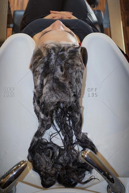 Shampoo washing hair salon customer sink wet