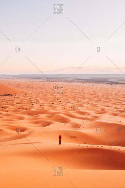 Human lost in huge desert, crossing it by foot. Great scene
