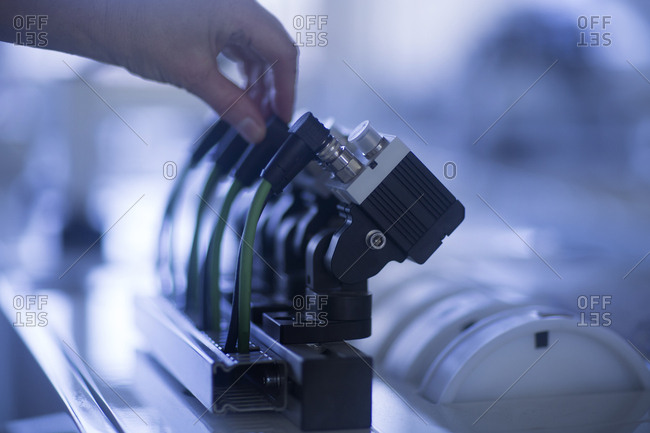 Hand operating sensor device