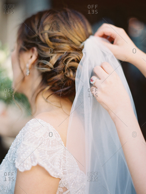 Bride having her veil pinned into her hair