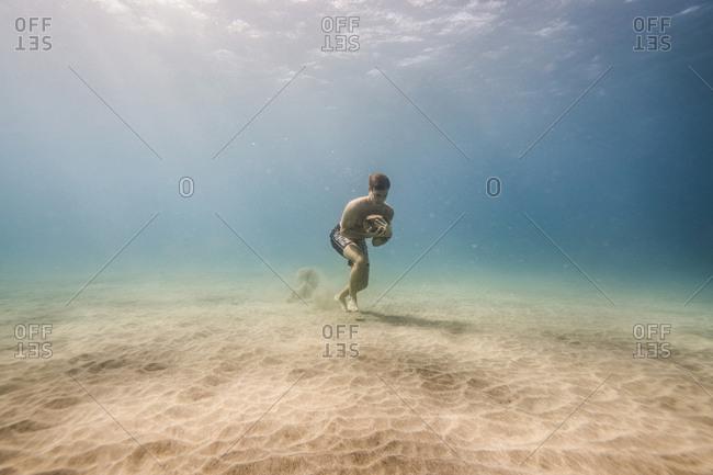 660f2702b2e swim and run stock photos - OFFSET