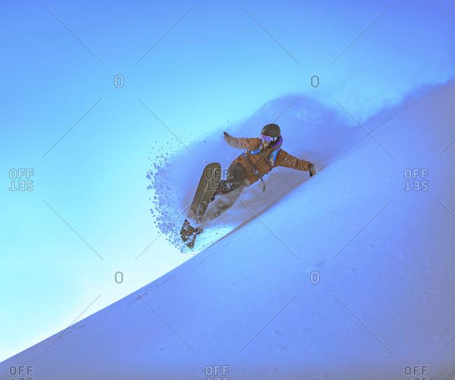 Man snowboarding against clear sky