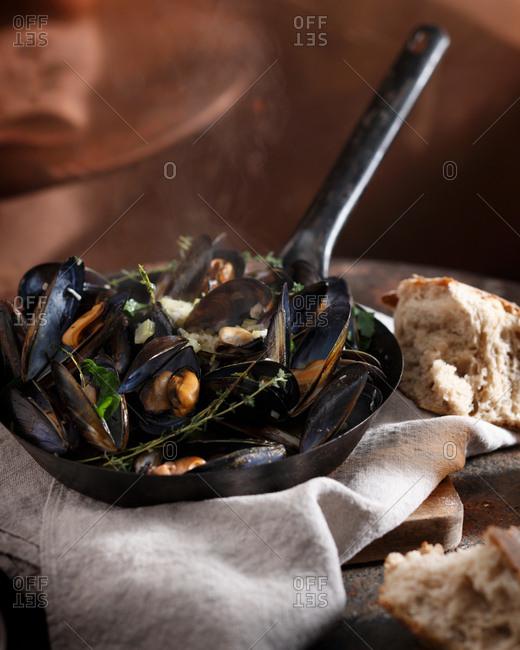 Mussels mariner in saucepan