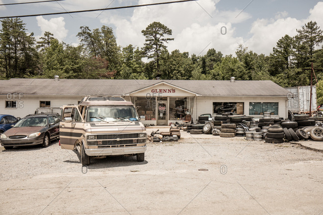 Rockwood, Tennessee - July 11, 2015: Glenn's Auto Parts store in Rockwood, Tennessee