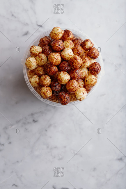Puffed grain cereal in container