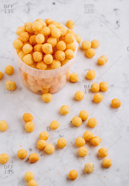 Spilled puffed grain cereal balls