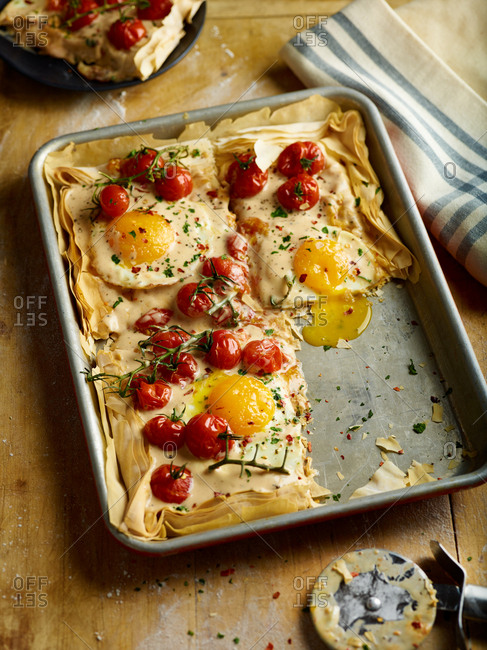 Egg and tomatoes baked on filo dough