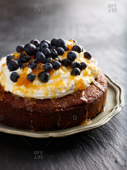 Cake with berries and jam
