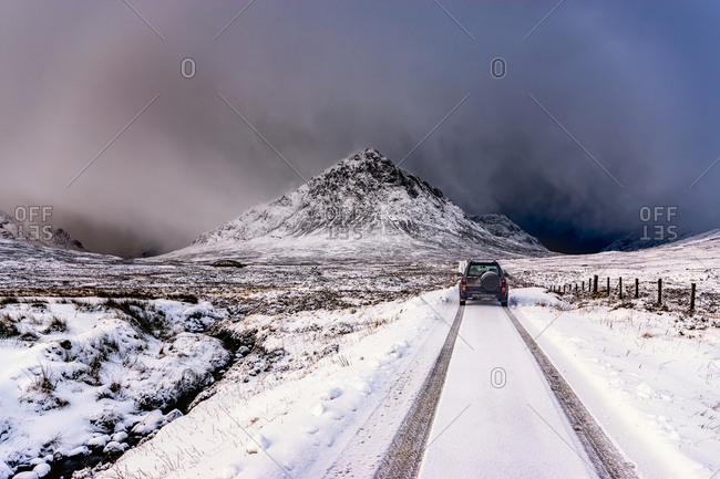 UK- Scotland- Glencoe- Buachaille Etive Mor- Four wheel drive vehicle in winter