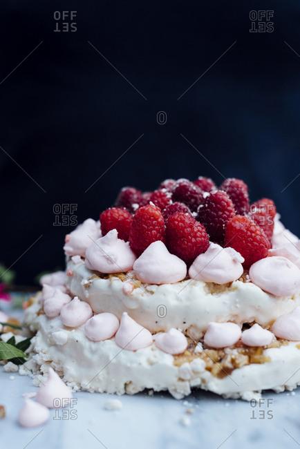 Meringue with raspberries