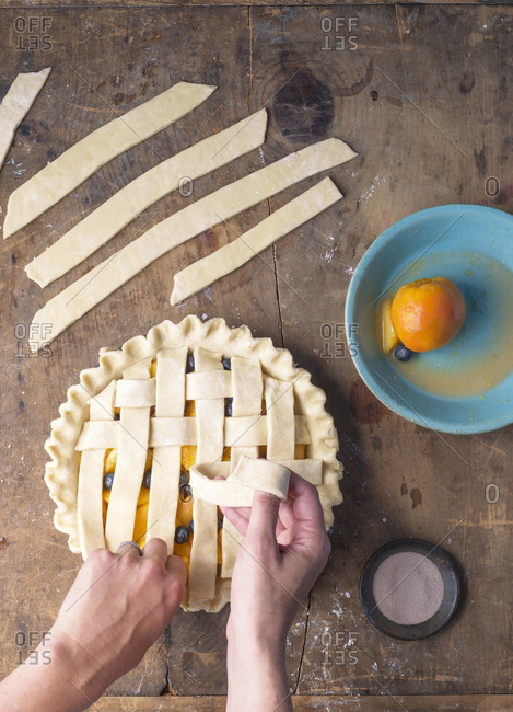 Person making lattice on top of a pie