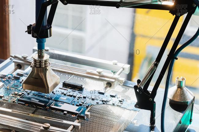 Laptop repairing machine