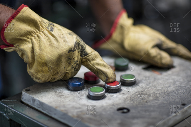Hand operating control panel