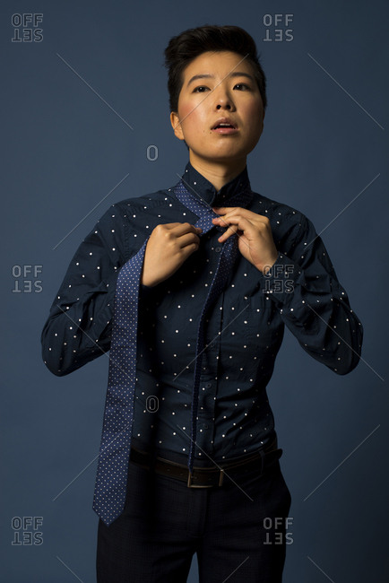 Androgynous woman tying tie - Offset