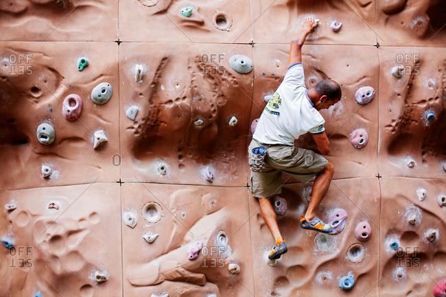 May 30, 2013 - Nainital, Uttarakhand, India: Man practices on climbing wall