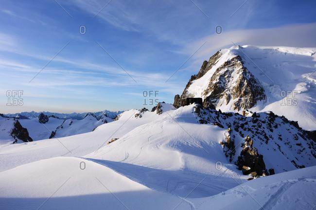 Mont Blanc du Tacul and Refuge des Cosmiques (Cosmiques Hut), Chamonix, Rhone Alpes, Haute Savoie, French Alps, France, Europe