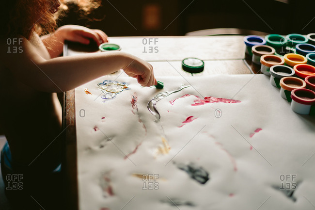 Child finger painting - Offset Collection
