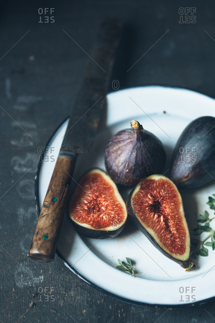 Figs on plate with rustic knife
