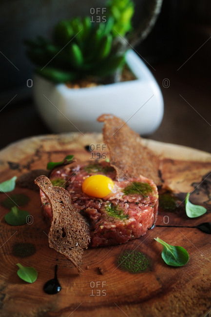 Beef tartar and crackers