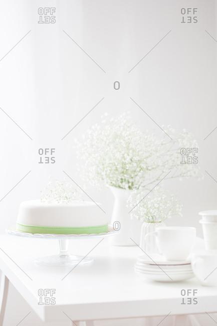 Cake in a monochromatic setting