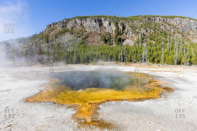USA- Yellowstone National Park- Black Sand Basin- Emerald Pool